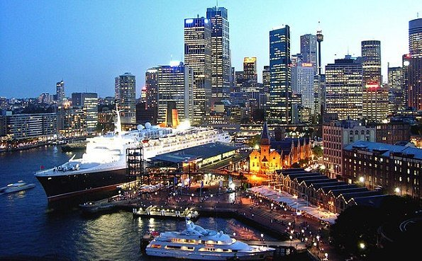 QE2 in Sydney 2007