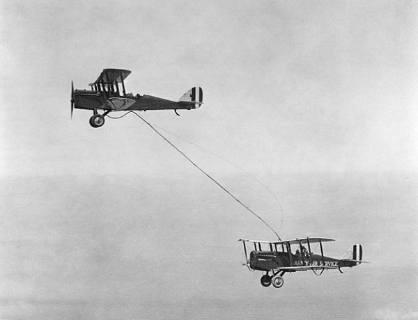 first-in-flight-refueling-1923