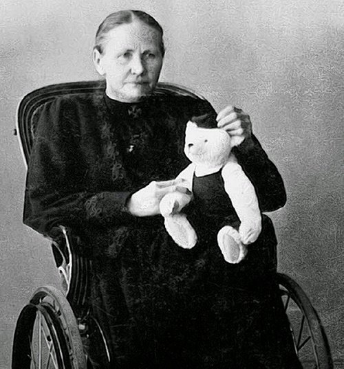 margaret-steiff-with-stuffed-bear